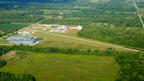 Marine City Airport (76G) - 4 Downwind (2020-08-23)