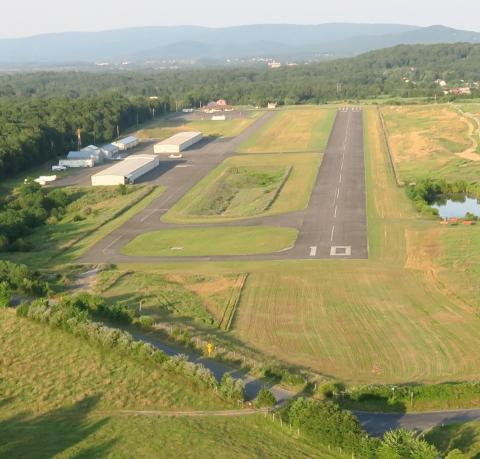 Aerial view of airport Front Royal (KFRR) looking East