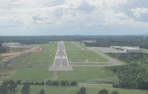 Approach to Runway 28