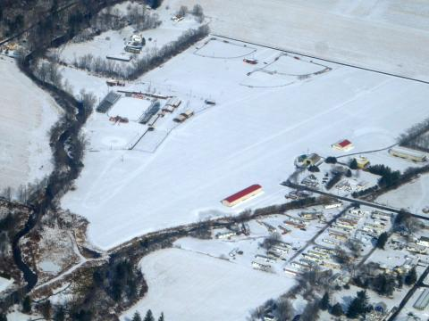 PA40 - Benton Airport under snow