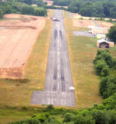 Trucks on the runway  - No NOTAM