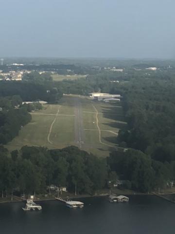 Runway 14 landing at Lake Norman